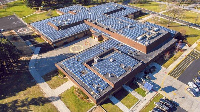 Школа с солнечной батареей