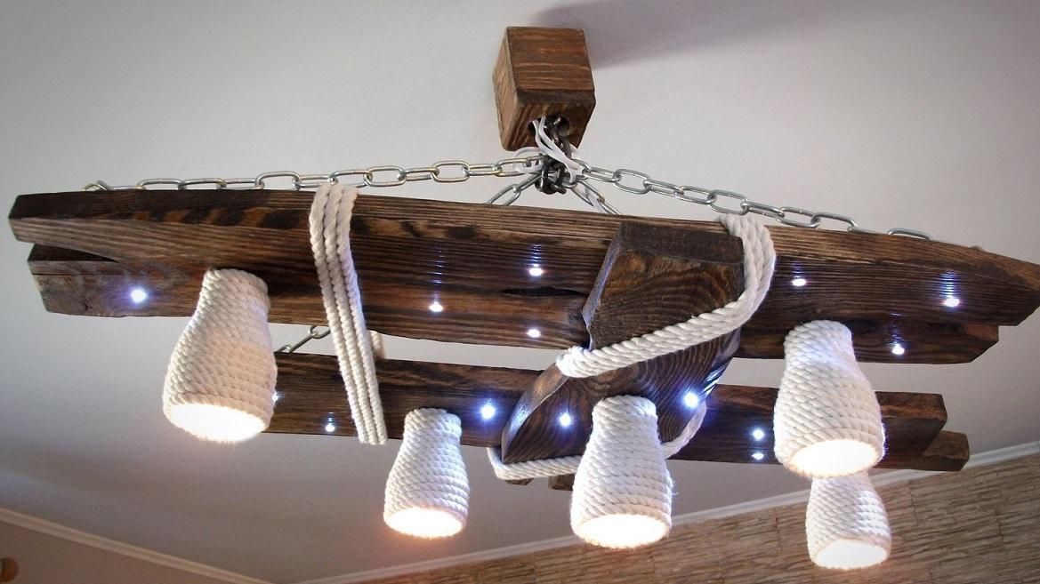Деревянная люстра для низкого потолка