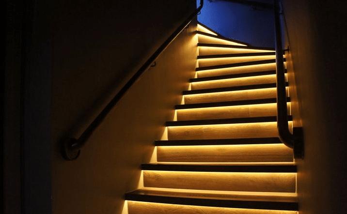 Подсветка лестницы светодиодной лентой своими руками фото 575
