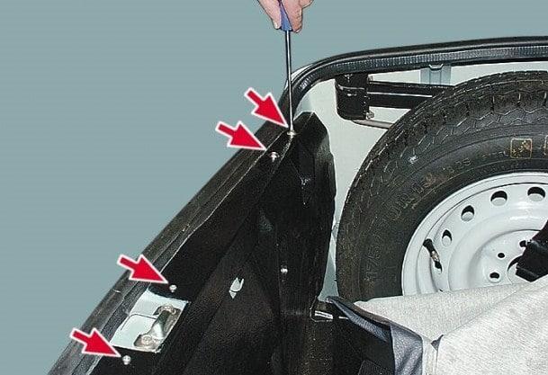 обивка багажника