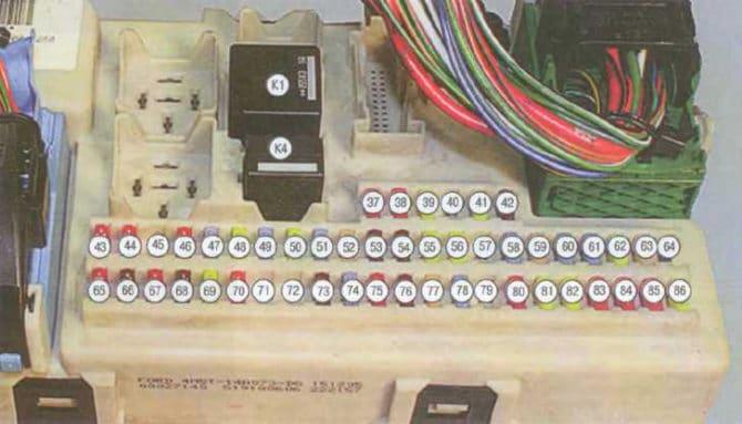 нумерация предохранителей в монтажном блоке