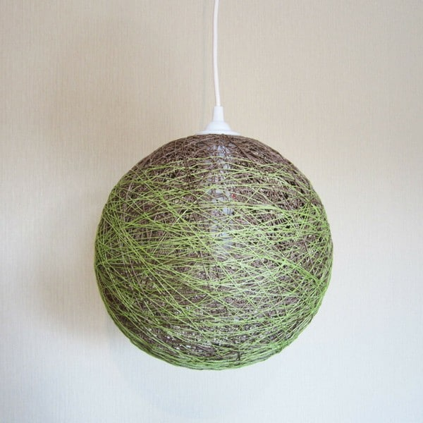 из ниток и воздушного шарика