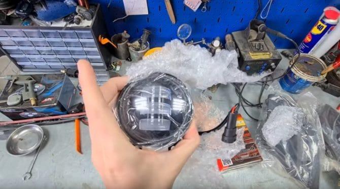 Какие фары выбрать для ПТФ: универсальные диодные или лед-лампы